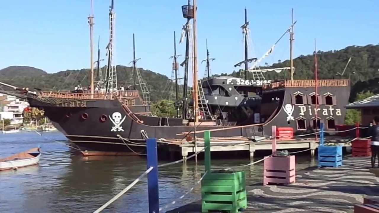 passeio de barco pirata em balneário camboriú