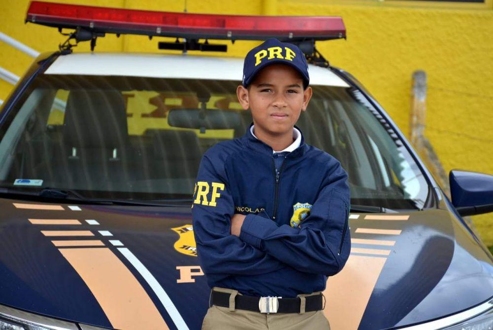 menino de 12 anos vira policial por um dia