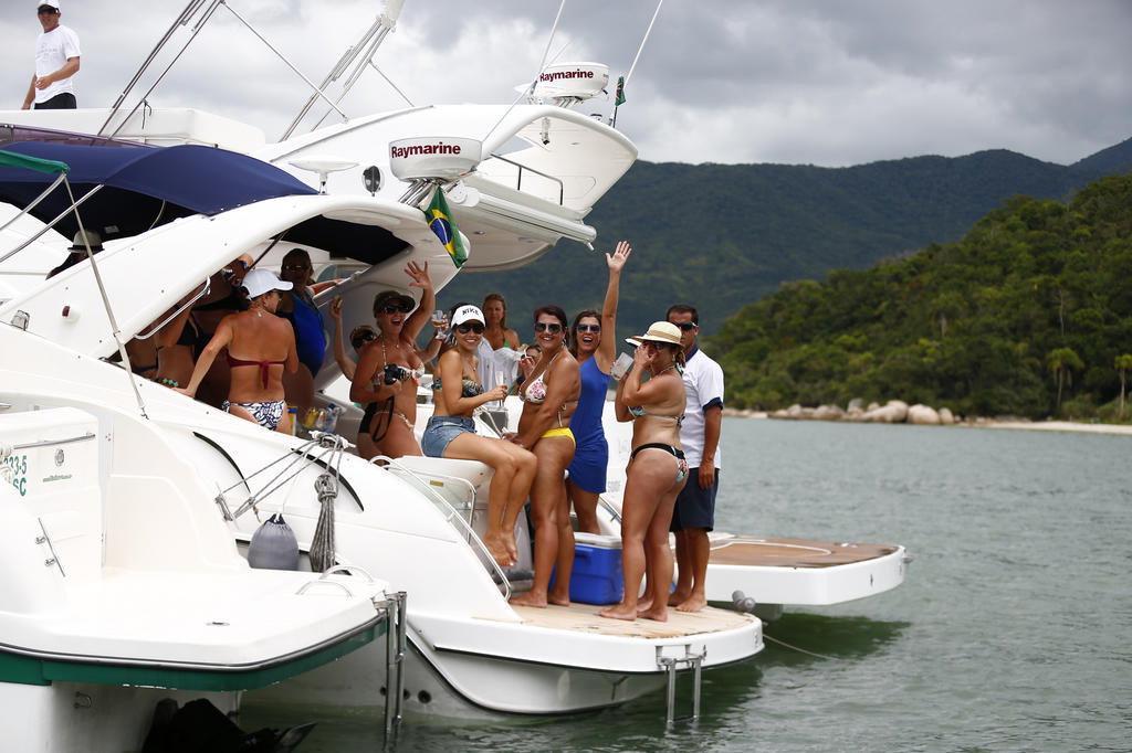 Read more about the article Aluguel de Lancha em Florianópolis: Por que, quando e onde?