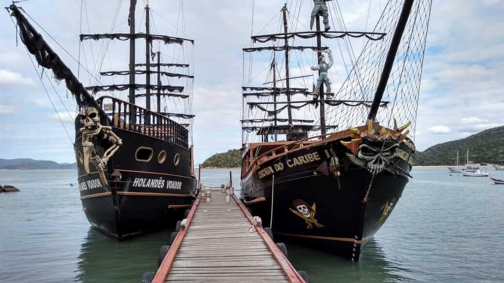 Read more about the article Barco Pirata Canasvieiras: 10 (Bons) Motivos para fazer este passeio com familia e amigos