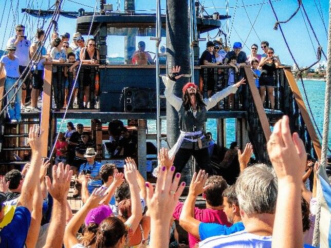 Dia da Fantasia Barco Pirata