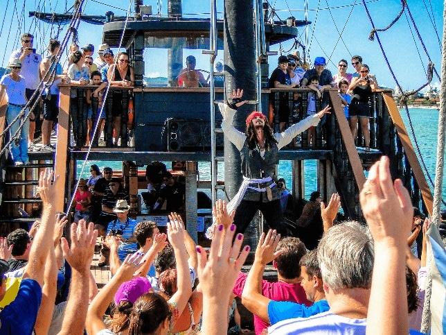 Festa Fantasia no Barco Pirata
